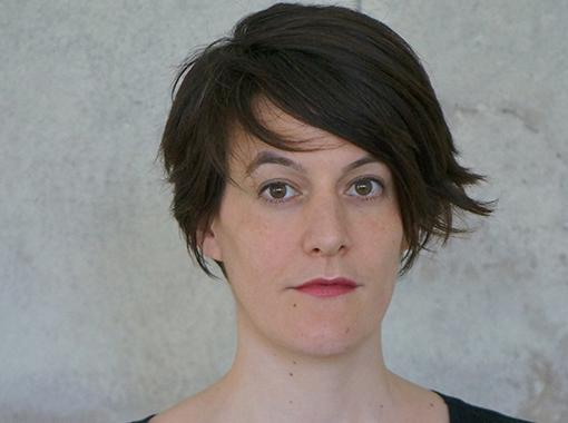 (Deutsch) Karin Schuh, Malerin: «Vielleicht bietet jede stille Beschäftigung, die keinen direkten wirtschaftlichen Nutzen erbringt, auch einen Art Widerstand?»