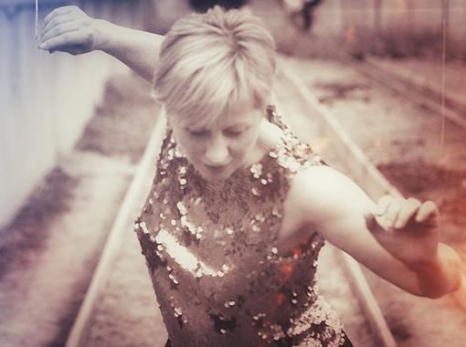 (Deutsch) Jacqueline Beck, Choreografin: «Der Tanz hat etwas sehr Flüchtiges und man kann die magischen Momente nicht einfrieren.»